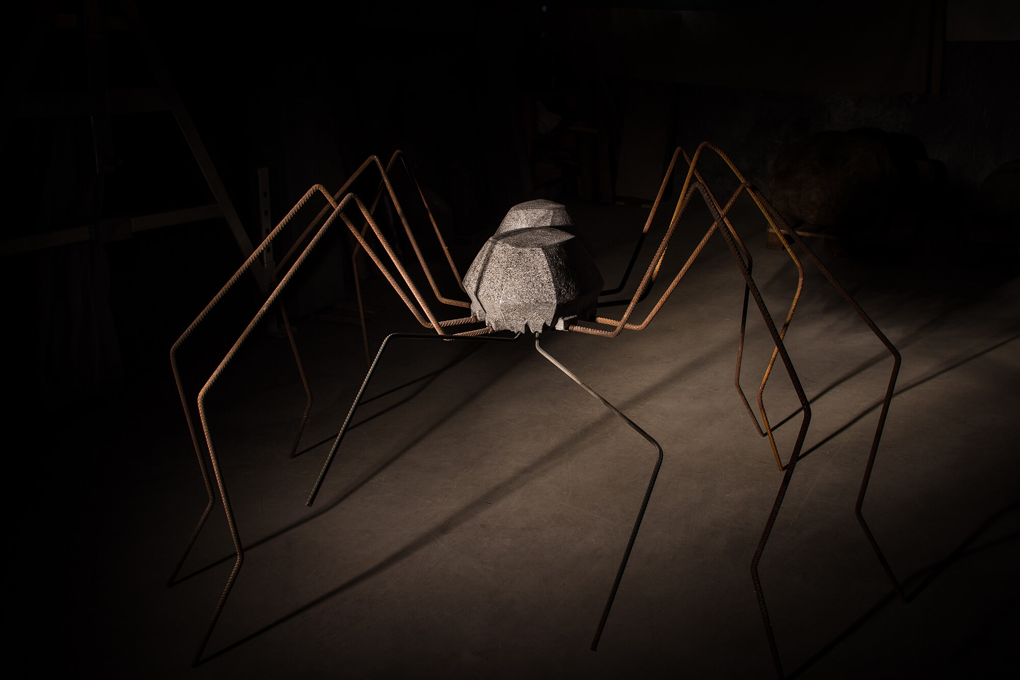 Spinne aus Naturstein